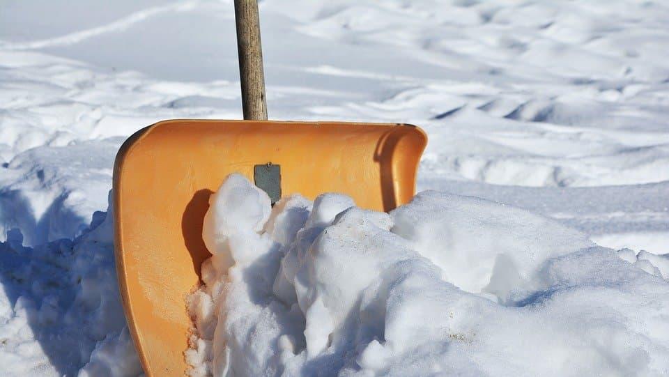 Временный склад снега у дома в квартале Грайвороново скоро ликвидируют. Фото: pixabay